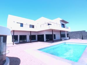 Luxury 4 bedroom villa with private pool for sale in Puerto Calero