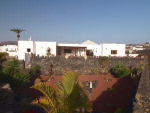 Large Luxury 3 Bedroom Villa with Pool - Yaiza