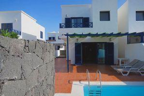 Beautiful 3 bedroom villa in Playa Blanca for sale