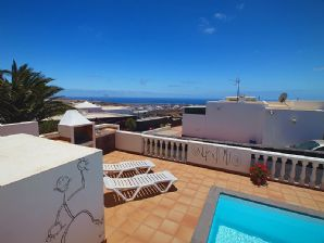 3 bedroom villa with pool and sea views in Tias