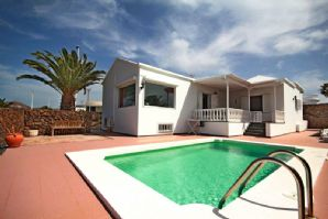 Villa with pool and sea views in Puerto del Carmen