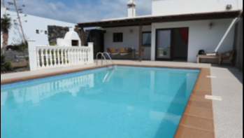 2 bedroom villa with private pool and sea views in Playa Blanca for sale