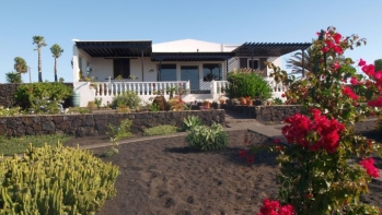 Villa with 3 bedrooms and 2 bathrooms on large plot in Macher for sale