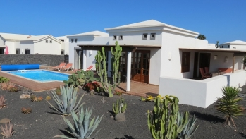 Elegant 2 bedroom villa for sale in Playa Blanca