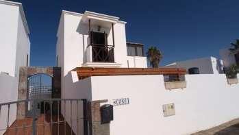 4 bedroom, 3 bathroom villa central Puerto del Carmen, private pool