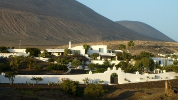 Amazing Finca in Tias with 8 bedrooms on an impressive plot with sea views
