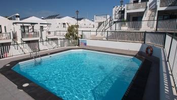 1 bedroom top floor apartment in a popular complex central Puerto del carmen