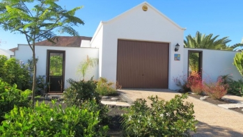 Excellently located 3 bedroom villa with stunning mountain views, Playa Blanca.