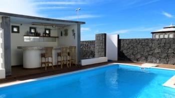 3 bedroom villa with superb sea views for sale in Playa Blanca
