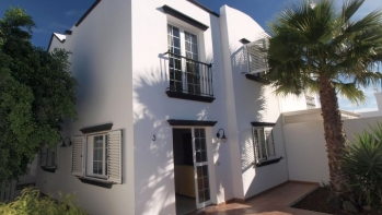 Lovely 3 bed 2 bath semi detached house in the heart of Tias