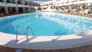 Apartment recently refurbished, furnished, in the heart of Puerto del Carmen, for sale