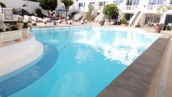 1 bedroom top floor apartment in a quiet complex, central Puerto del Carmen