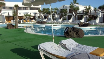 Beautiful apartment for sale in the popular Sands Beach complex, Costa Teguise