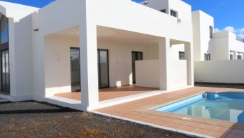 Modern new built Villa with sea views for sale in Playa Blanca