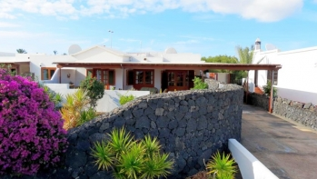 Canarian style 4 bed 2 bath semi-detached villa for sale in the much sought after area of Los Calamares, Playa Blanca.