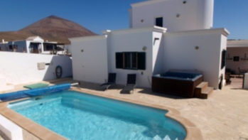 Beautiful villa with 4 bedrooms and fantastic sea views in Tias