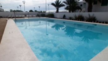Apartment with communal pool in Puerto del Carmen, for sale