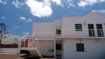 2 Bedroom top floor apartment in central Puerto del Carmen, for sale