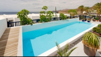 Spectacular frontline Villa with amazing views in Puerto Calero