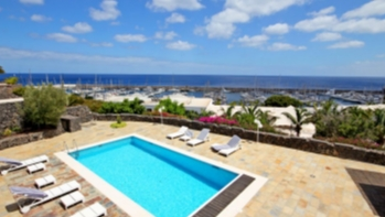 Luxury Waterfront Villa with 6 bedrooms and 5 bathrooms
