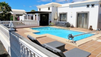 Fantastic luxury villa with a private heated pool