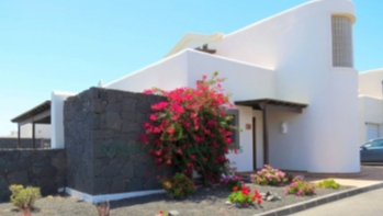 Detached Villa with fantastic sea and mountain views in Playa Blanca