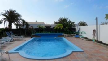 Neubau Villa mit 6 Schlafzimmern und Meerblick in Playa Blanca