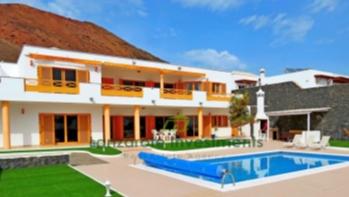 Moderne architektenhäuser mit pool  Lanzarote Property for Sale