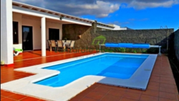 Beautifully Presented 3 Bedroom Semi Detached Villa in Playa Blanca.