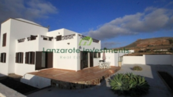 Fantastic 3 bedroom 3 bathroom family house in Teguise