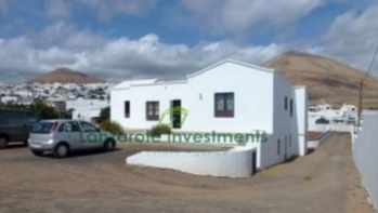 4 Bedroom Detached Villa on a 1596m2 plot in Tias