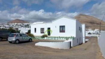 4 Schlafzimmer Freistehende Villa auf einem 1596m2 Grundstück in Tias