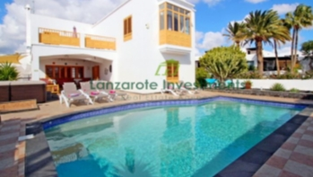 Luxurious detached villa with 4 bedrooms and private pool in Puerto Del Carmen