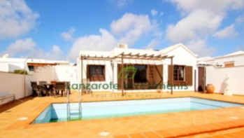 Lovely 4 bedroom villa with private pool and sea views