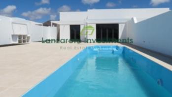 New build !  Modern 3 Bedroom Villas with private pool in Playa Blanca