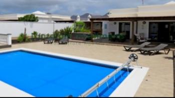 2 Schlafzimmer Villa in Show-Haus-Zustand mit privatem Pool in Playa Blanca