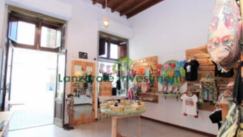 Spacious Shop For Leasehold in Excellent Position in Arrecife