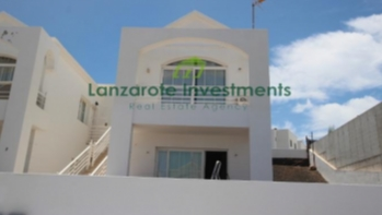 Top floor 2 bedroom Apartment in a great location of Puerto Del Carmen