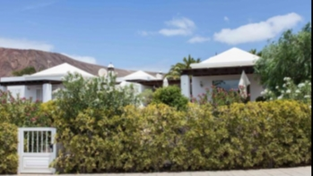 2 Bedroom Villa With Generous Garden For Sale in Playa Blanca