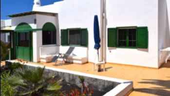 3 Bedroom Villa With Garden and Communal Pool for Sale in Playa Blanca