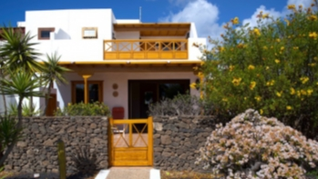 Immaculate 3 Bedroom 2 Bathroom Villa For Sale in Playa Blanca