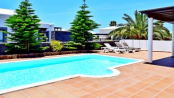 2 Bedroom detached villa with private pool for sale in Playa Blanca