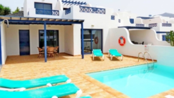 Rare opportunity to own a 3 bedroom villa close to the beach in Playa Blanca