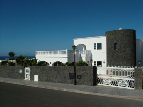 Luxury Villa with Private Pool and seperate apartment for sale in Puerto Calero