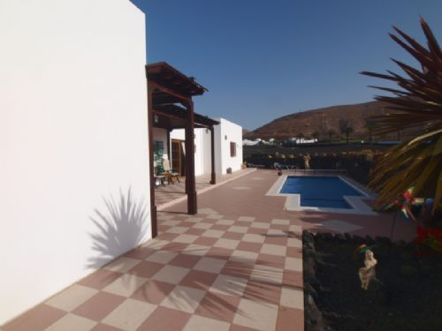 Large Luxury 3 Bedroom Villa with Pool - Yaiza