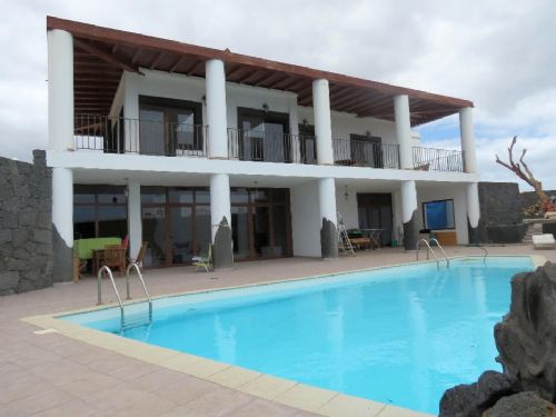Modern 3 bedroom villa in Las Laderas Playa Blanca