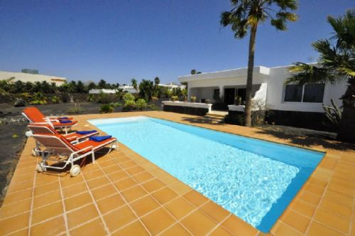 Luxury villa for sale in Puerto Calero with sea views
