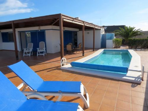2 bedroom villa with pool in Playa Blanca for sale