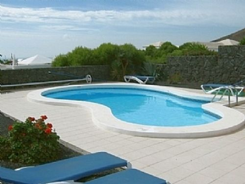 3 bedroom villa with pool & sea views Playa Blanca