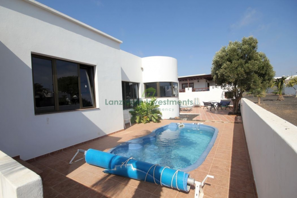 3 Bedroom 2 Bathroom Villa with Pool in Costa Teguise